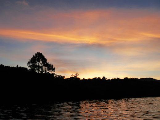 Und auf dem Rückweg: Spektakuläre Szenen und Farben... Preat-Fluss, Kambodscha (Foto Jörg Schwarz)