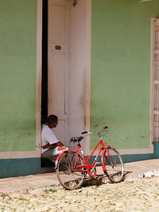 Wohin schweift der Blick? In die Zukunft? Trinidad, Kuba (Foto Jörg Schwarz)