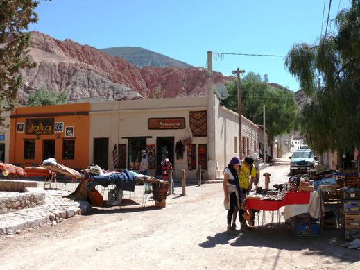 Der pittoreske Marktplatz in Purmamarca, Purmamarca, Argentinien (Foto Jörg Schwarz)