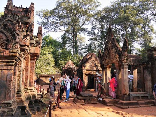 Atmosphäre und Qualität der architektonischen und kunsthandwerklichen Sehenswürdigkeiten stimmen im Banteay Srei, Kambodscha  (Foto Jörg Schwarz)