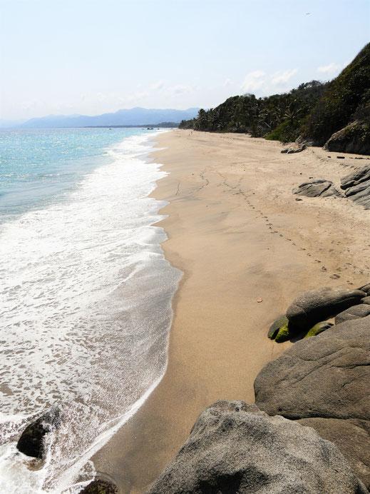Von einem Ende zum anderen geschaut... Playa Los Angeles, Kolumbien (Foto Jörg Schwarz)