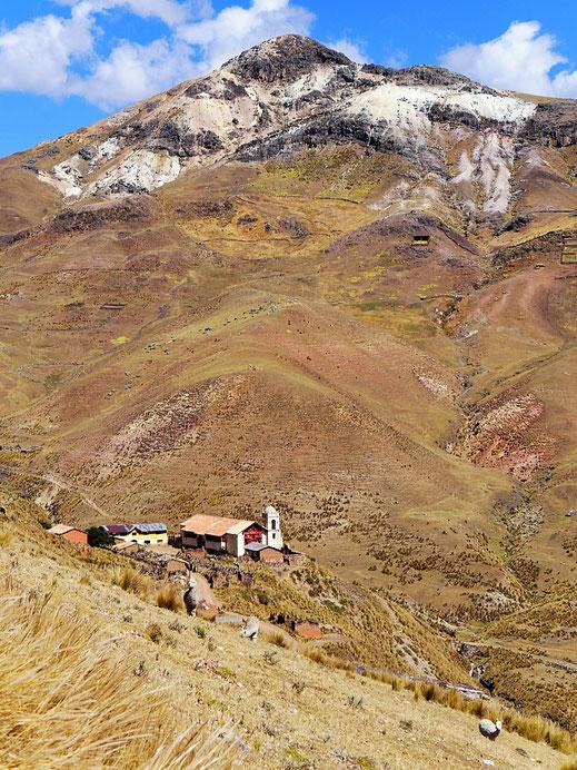 Die alte Kirche, die zur Minenanlage gehörte, Huancavelica, Peru (Foto Jörg Schwarz)
