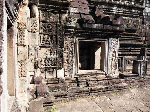 Auch diesen Tempel zieren zahlreiche wundervolle Verzierungen... Baphuon, Kambodscha (Foto Jörg Schwarz)