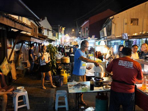 Die Stadt ist in der Nacht hellwach! Melaka, Malaysia (Foto Jörg Schwarz)