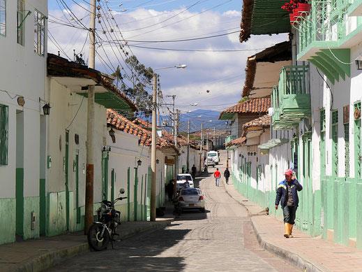 Olivgrün und Weiß sind die Farben der Stadt, El Cocuy, Kolumbien (Foto Jörg Schwarz)