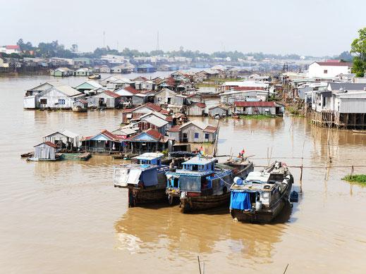 Schwimmendes Dorf am Rande des Bassac-Delta, Chau Doc, Vietnam (Foto Jörg Schwarz)
