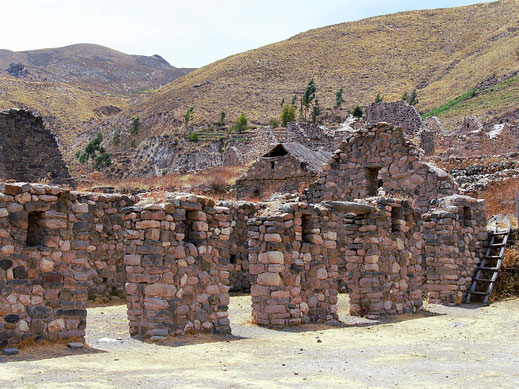 An der zentralen Plattform der Inkastadt Uyo Uyo, Chivay, Peru (Foto Jörg Schwarz)