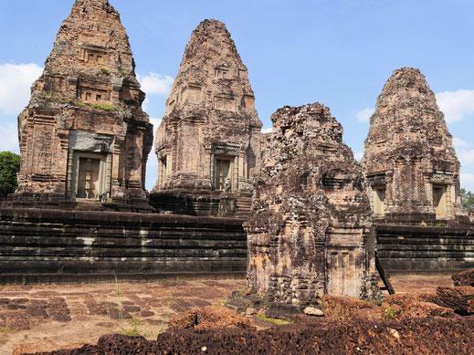 Die Türme sind heute eher karg und kahl, nur wenige Details schmücken sie... Östlicher Mebon, Kambodscha (Foto Jörg Schwarz)