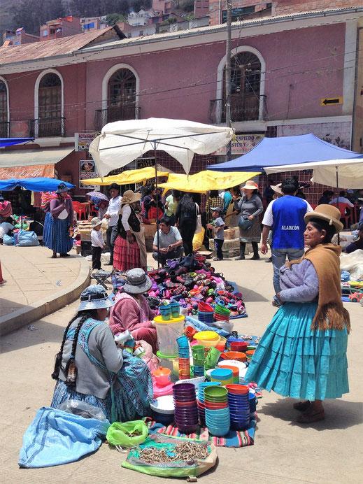 Natürlich wird es lebendig, wenn Markt ist... Sorata, Bolivien (Foto Jörg Schwarz)