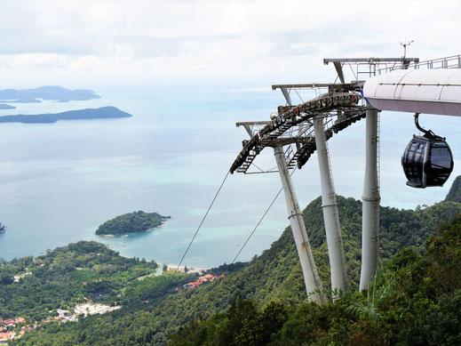 Blick auf die Seilbahn von oben: Geht ganz schön runter... Langkawi, Malaysia (Foto Jörg Schwarz)