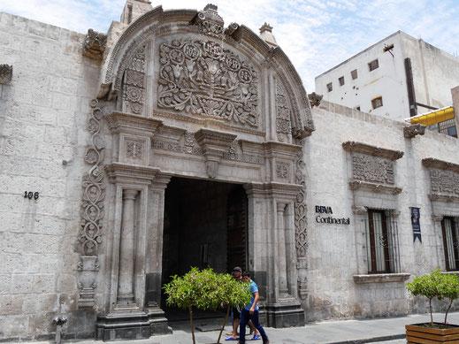 Gehört heute einer Bank: Historisches Stadthaus in Arequipa, Peru (Foto Jörg Schwarz)