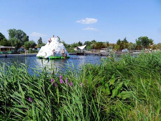 Auch in diesem Jahr sehr beliebt: unser Eisberg im Flussbad Rostock