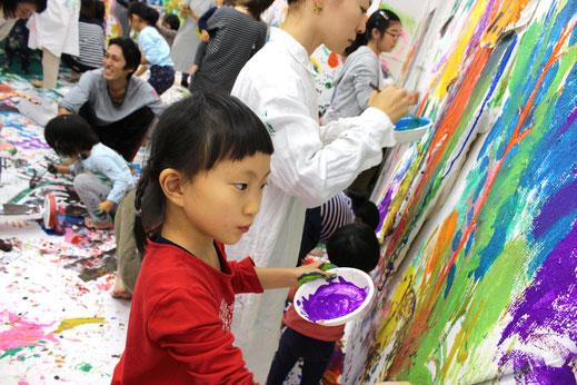 ◆大きな壁に好きな絵を描こう!