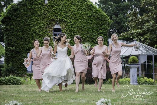 Bruidsfotografie in Limburg.  Groepsfoto JePP fotografie