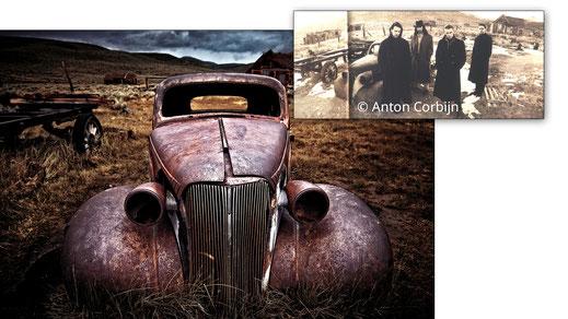 Oben: U2 posieren 1986 vor einem ausrangierten Oldtimer in Bodie. Unten: Der selbe Oldtimer steht heute noch unverändert an der selben Stelle.
