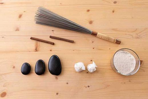 Behandlung über Akkupressurpunkte in der Tibetische Massage, SURYANI, Niederrohrdorf