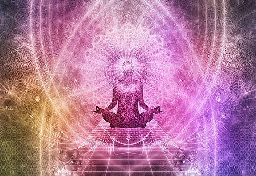 Meditierender Yogi im Lotussitz