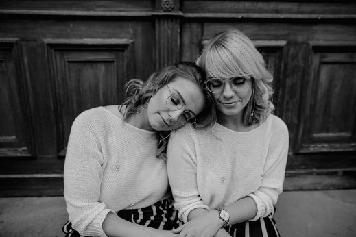 Posen für Zwillingsshooting