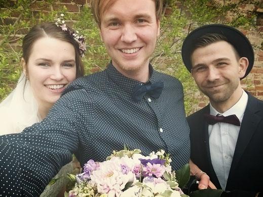 Hochzeitsfotograf Sebastian Jung mit Brautpaar Haus am Bauernsee Dobbrikow