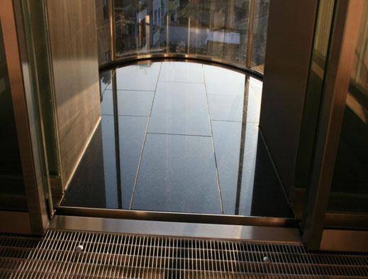 SEC Skylift Bodenbelag Granit
