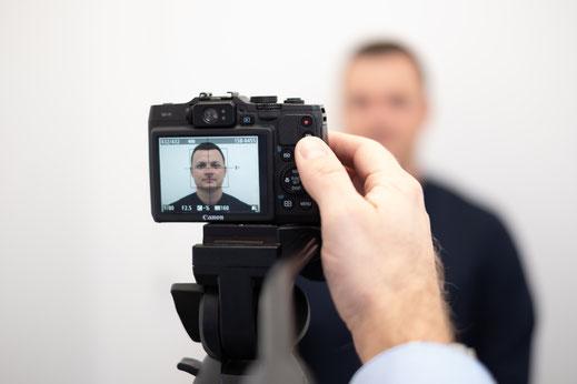 Spontan digitale Passbilder von Optik Petrak im Zentrum von Augsburg