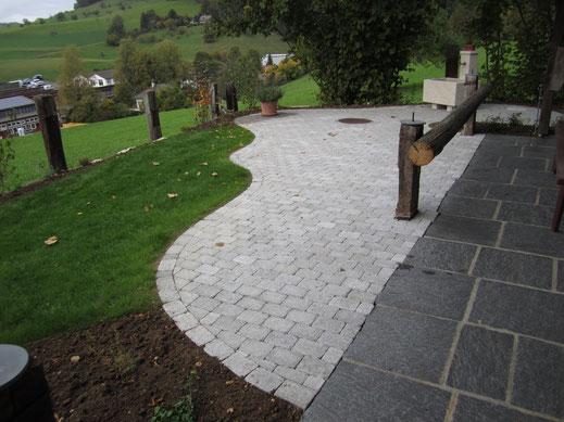 Tegula grau Betonpflastersteine neu mit Granitplatten bestehend.