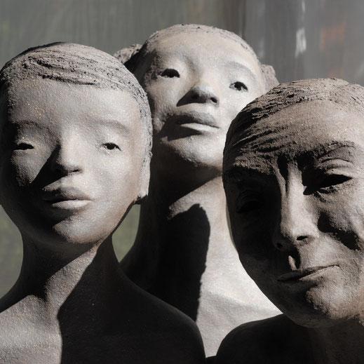 Sculptures en grès noir, extraites de l'installation Impermanence de Fanny Pallaro