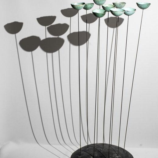 Légende « Tingueling » cuivre martelé, 50 x 22 cm. Sculpture Manon Damiens