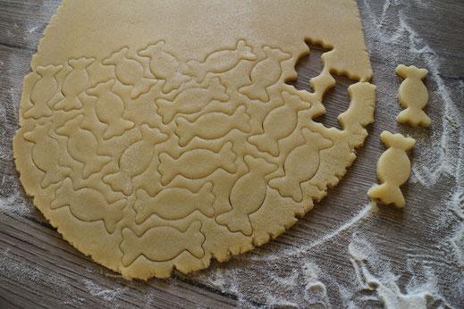 Ausstechen der Kekse