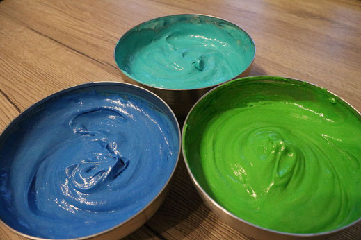 dyed bundt cake batter