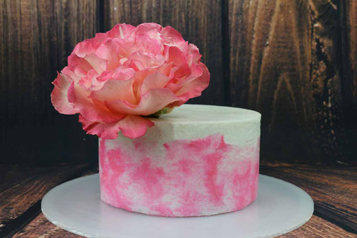 mini cake with rose