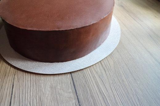Torte mit scharfer Kante