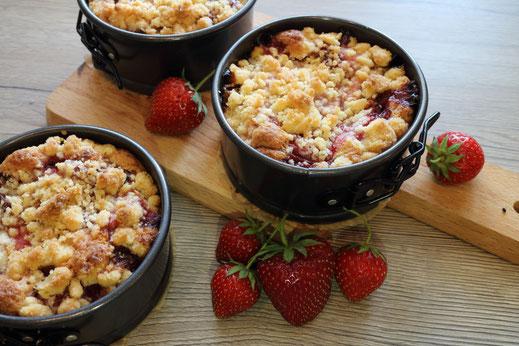 strawberry rhubarb crumble cake