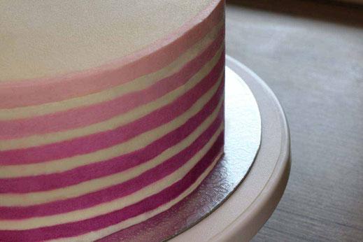 gestreifte Ombre-Torte