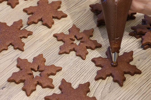 filling of the chocolate star cookies