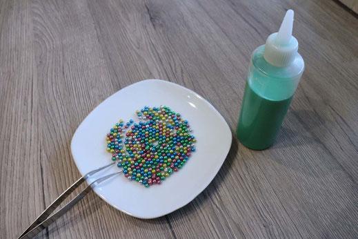 Zuckerperlen und grünes Royal Icing