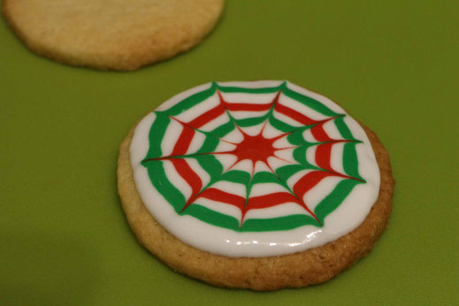 spiderweb christmas pattern cookies