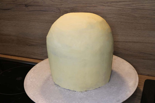 cake with white ganache