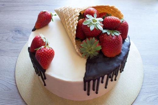 Erdbeer-Drip-Cake-Torte II