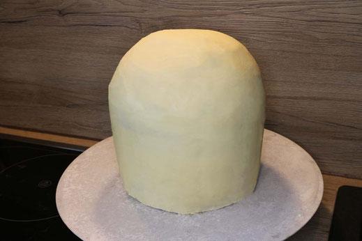 Torte mit weißer Schokoganache