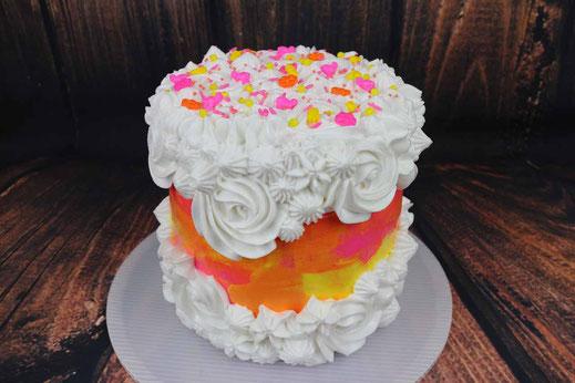 Eiweißcreme Fault Line Cake