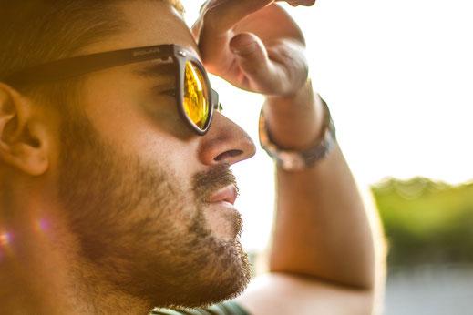 Der richtige Tönungsgrad kann gegen blendendes Licht helfen. Aber den UV Schutz nicht vergessen!