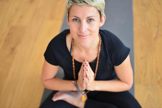 Hier findest Du alles über mein Angebot in Augsburg, München und online. Wie Yoga, Präventionskurse, Meditation, Retreats, Business und Privates Yoga, entspanntes Yin Yoga oder dynamisches Jivamukti Yoga, SUP Yoga und Online Kurse.