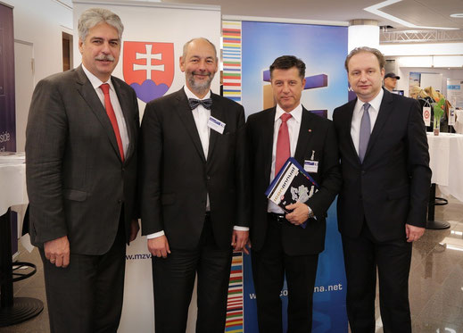 (left to right) Dr. Hans Jörg Schelling, Vice President Austrian Federal Economic Chamber; Ing. Tomáš Malatinský, Minister of Economy Slovakia; KR DI Dr. Gerhard Hrebicek, President iconvienna; Juraj Macháč, Ambassador of the Republic of Slovakia