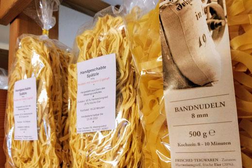 Regionale Produkte wie Spätzle, Eier und Honig