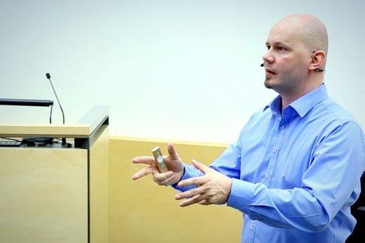 Anton Dörig: Experte & Berater | Vortragsredner & Autor für Leadership - Management - Sicherheit --> Präsenzielle Führung!®