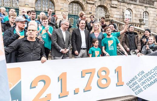 Übergabe der Unterschriften am 12.11.2018 - Foto: Johannes Hetzer