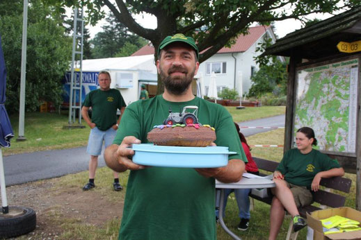 Das ist Wolle mit seinem Kuchen, schön sieht er aus :-) hi,hi,hi :-)