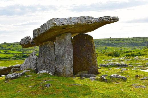 Dolmen in Burren, Irland, hier in Deiner Reiserei in Berlin-Brandenburg