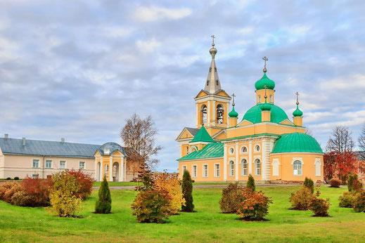 Введено-Оятский женский монастырь с источником родоново-минеральной водой